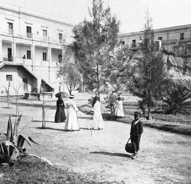 Turistas en el hotel termal de Rosario de la Frontera.
