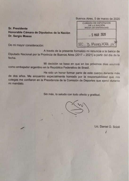 Tras la polémica, Daniel Scioli renunció a su banca para ser embajador en Brasil