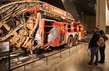 En el museo se exhibe, entre otras cosas, uno de los camiones de bomberos que participó del rescate.