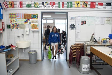 Regreso a clases de unos alumnos en Thun, Suiza, el 11 de mayo