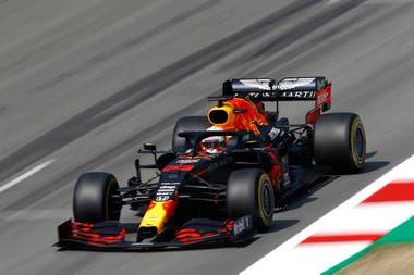 Max Verstappen (Red Bull Racing) logró intercalarse entre los Mercedes de Lewis Hamilton y Valtteri Bottas; el neerlandés marcha segundo en el campeonato, a 37 puntos del británico