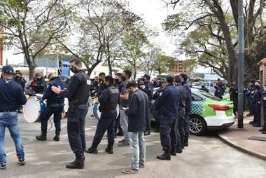 Protesta de la policía frente a la Quinta de Olivos