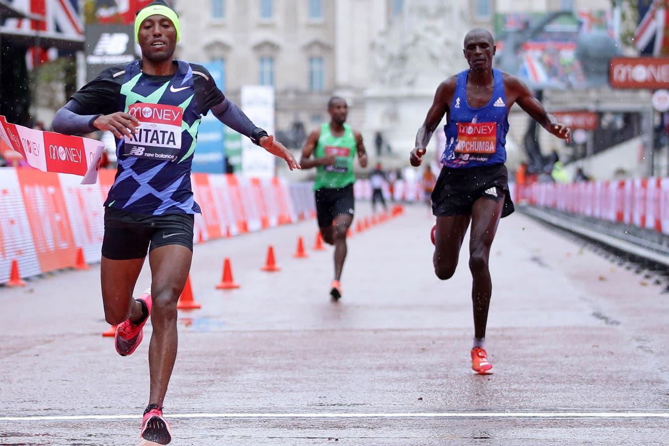 El etíope Shura Kitata supera al keniata Vincent Kipchumba y a su compatriota Sisay Lemma en el apasionante final de la Maratón de Londres