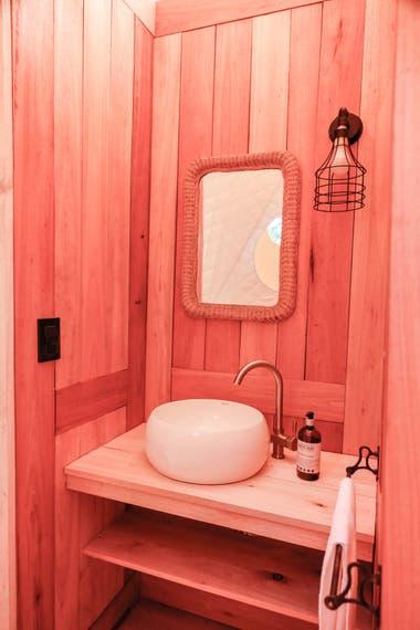 Así es el baño de uno de los domos.