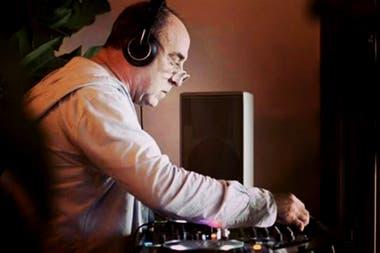 DJ Padilla, un referente de los atardeceres musicales en el Mediterráneo