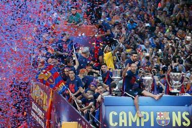 Liderando el camino en la celebración de la segunda Champions que ganó con el Barcelona en 2015