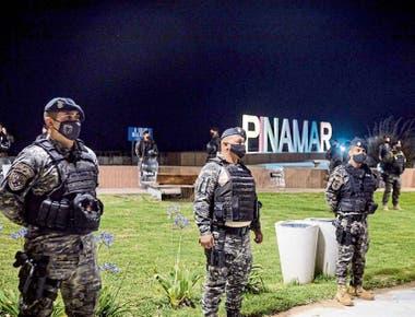 En la costa, la policía busca dispersar aglomeraciones de jóvenes