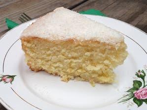 Torta de coco y lima con glaseado mixto