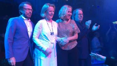 Los cuatro miembros de ABBA, felices con el nuevo emprendimiento
