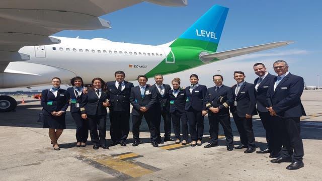 La tripulación del primer vuelo de Level