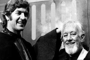 Alec Guinness junto a David Prowse, el hombre debajo de Darth Vader.
