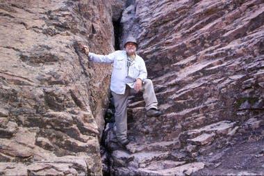 Claudio Parica en la Meseta de Somuncurá, donde realiza un proyecto sobre el agua en regiones desérticas