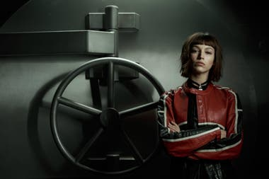 Úrsula Corberó como Tokio, una de las atracadoras protagonistas de la historia