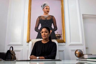 """La modelo Nigeriana, Dabota Lawson, creo su propia empresa de cosméticos """"Dabota Cosmetics"""" y comercializa cremas para el blanqueamiento de la piel"""