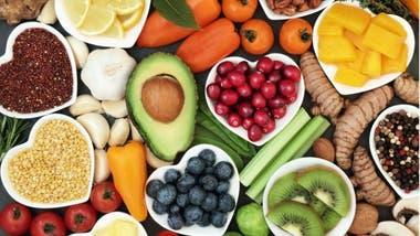 Según Chatterjee, restringir lo que comemos a un período de 12 horas al día puede ayudar a mantenernos en un peso saludable