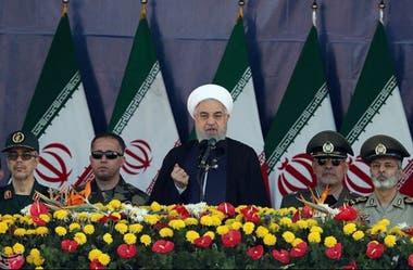 El presidente de Irán durante su discurso en medio de la celebración militar, minutos antes del atentado