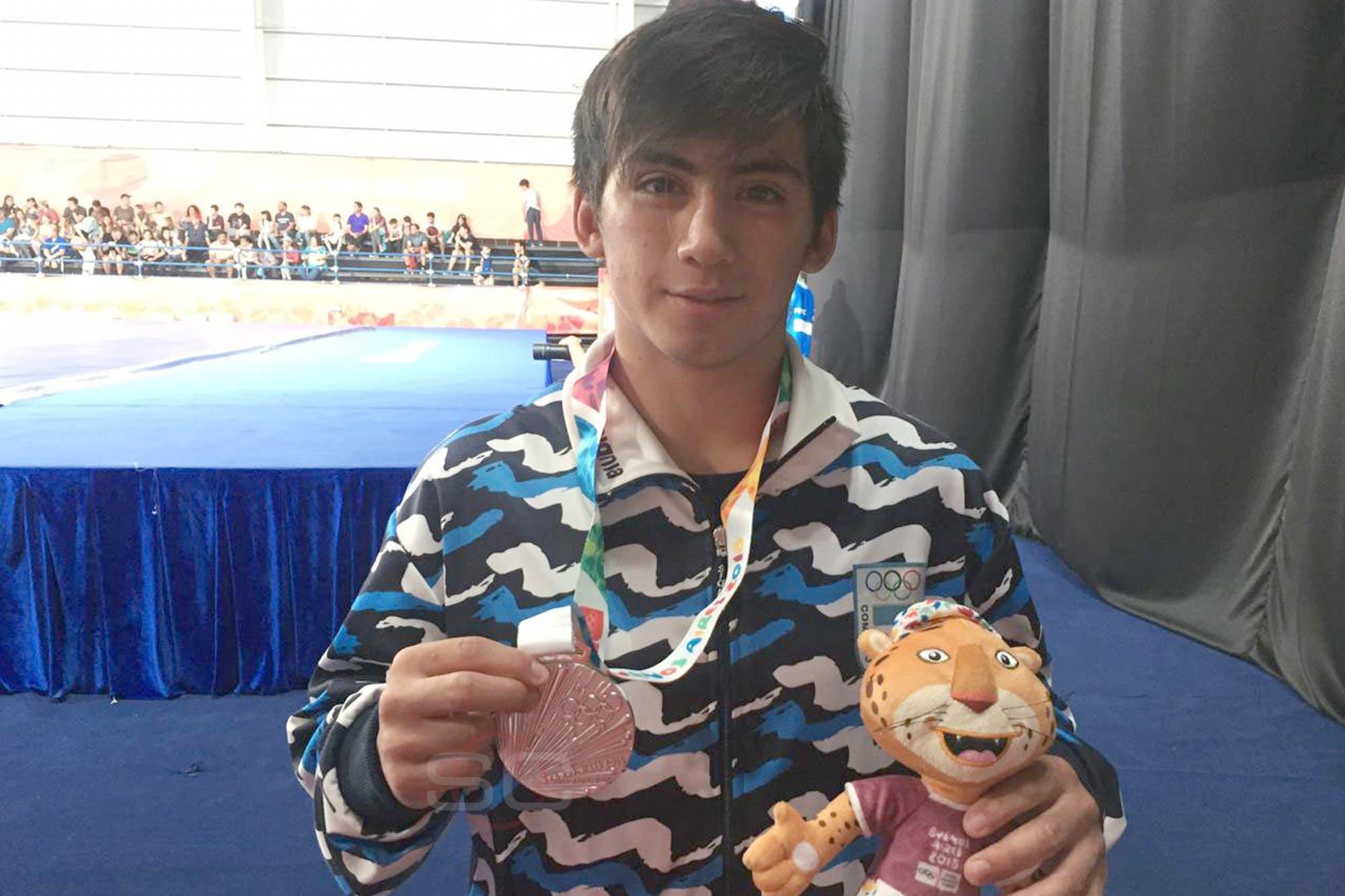 Juegos de la Juventud: David Almendra ganó la medalla de plata en lucha libre