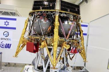 La sonda Beresheet mide 2 metros de diámetros y pesa algo más de media tonelada