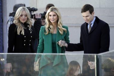 Verde solapa decontracté. Junto a su marido Jared Kushner y Tiffany Trump en el Lincoln Memorial en Washington, en enero 2017