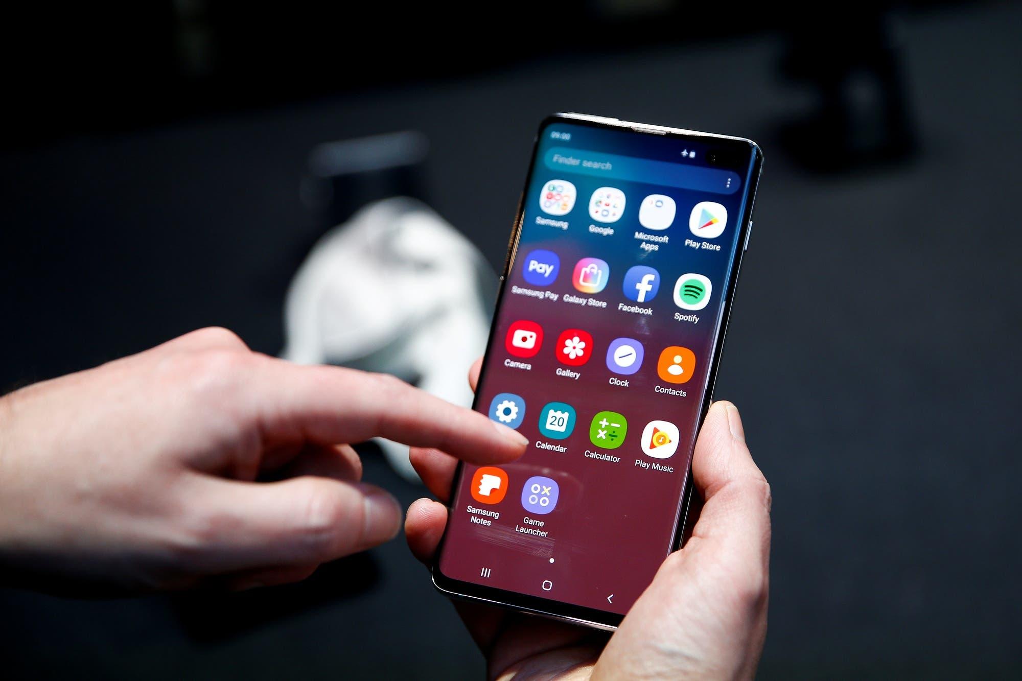Samsung actualiza el Galaxy S10 y Note10 para mejorar su sensor de huellas digitales