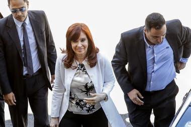 Cristina ingresando a declarar a los Tribunales