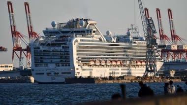 En febrero, el crucero Diamond Princess fue puesto en cuarentena frente a las costas de Japón, donde más de 700 personas de los 3.700 pasajeros a bordo dieron positivo. Esto, sumado a otros factores, hizo que muchos pensaran que Japón podría convertirse en un epicentro del brote