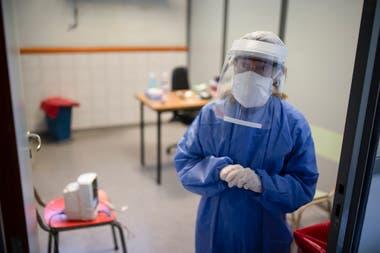 Sandra atiende a los pacientes con síntomas de Covid 19, en el CeSAC 20