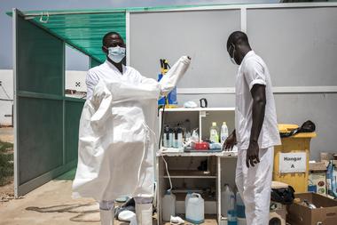 La Organización Mundial de la Salud (OMS) advirtió hoy que se necesitan más de 30.000 millones de dólares para vacunas, tests y tratamientos