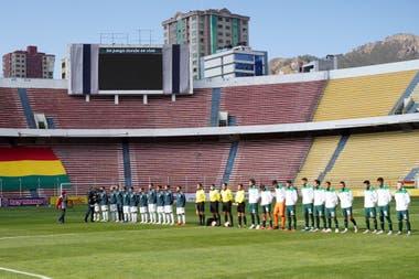 La presentación de la Argentina y Bolivia en el Hernando Siles, de La Paz, frente a... cero espectadores (presenciales).