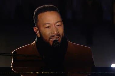 John Legend brindó una exquisita versión de la canción popularizada por Nina Simone en 1965, Feeling Good