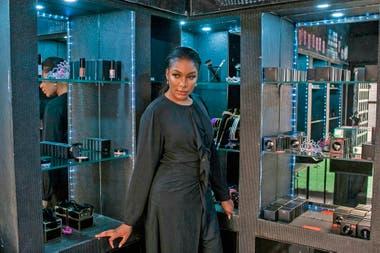 Dabota Lawson con algunos de sus productos