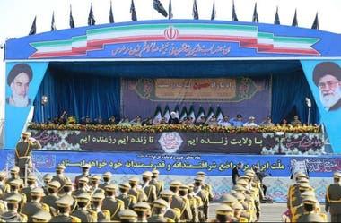 El desfile militar poco antes del ataque