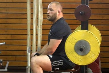 Owen Franks, pilar de los All Blacks, en el gimnasio del Cenard