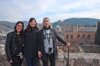 Sofía Leguizamón, Yanina Alonzo y Luciano Gasparini, en uno de sus viajes por Dinamarca
