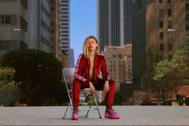 1a53303e8c4a Miley Cyrus, Lana Del Rey y Ariana Grande cantan el tema de la ...