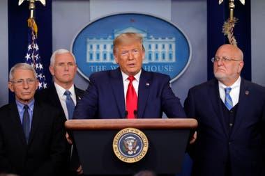 Trump confirmo la muerte de una mujer, considerada una paciente de alto riesgo, por el coronavirus en el estado de Washington, durante una conferencia de prensa el 29 de enero