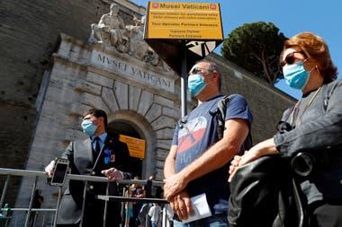 Con barbijo, nuevas distancias reglamentarias y demás condiciones de seguridad, unas 1600 personas visitaron hoy los Museos Vaticanos; habitualmente atrae 27 mil por día