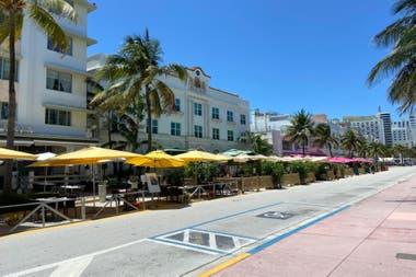 Aunque es necesario mantener distancia social y otros cuidados, se puede ir a las playas y los shoppings