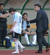 Afuera: apenas 40 segundos de juego neto tuvo Messi (acompañdo por Tocalli) en su primer partido con la selección, el 17 de agosto de 2005, en Budapest, contra Hungría; el debut se convirtió en una pesadilla