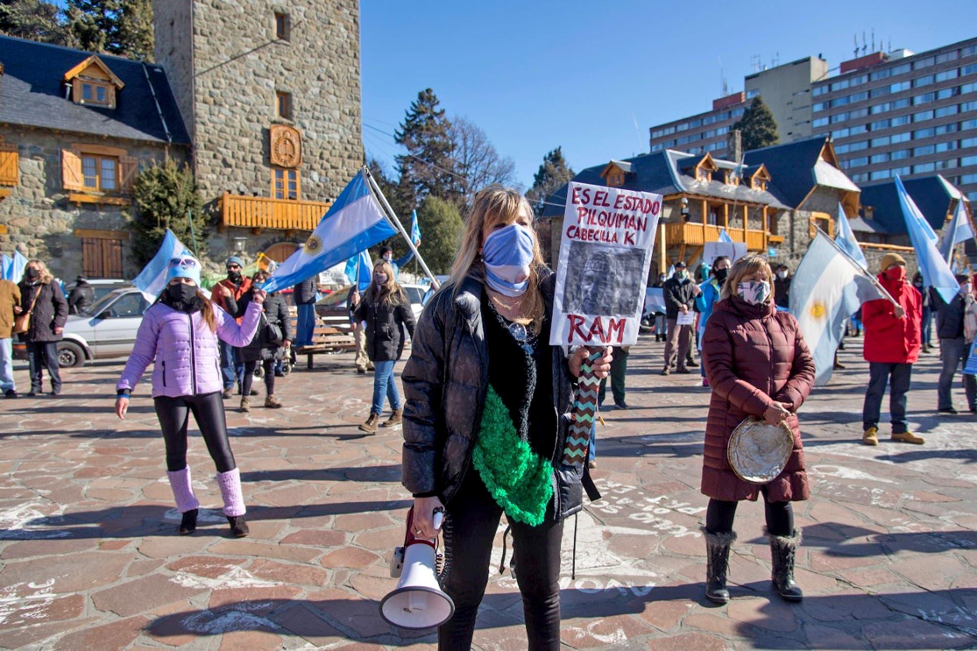 13S: En Bariloche, la protesta también apuntó contra la toma de tierras