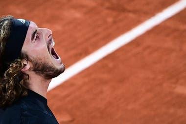 Stefanos Tsitsipas terminó muy cansado tras la gran reacción que tuvo para llevar el partido a cinco sets