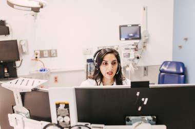 TELEMEDICINA. En el Rush University Medical Center se implementaron videollamadas para atender pacientes en el marco de la crisis sanitaria por el Covid