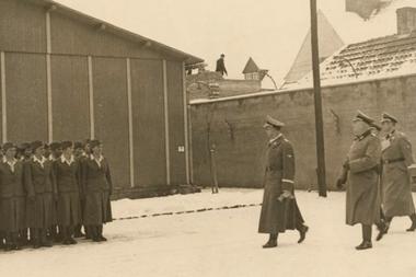 El jefe de las SS Heinrich Himmler visitó el campo de Ravensbrück en enero de 1941