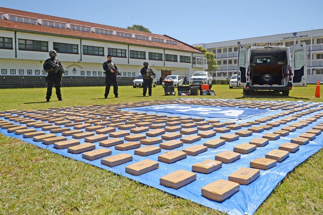 Agentes de la Policía Federal interceptaron una camioneta en la localidad cordobesa de Sinsacate y realizaron allanamientos en Salta y en el conurbano bonaerense