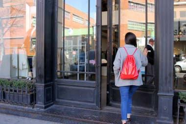 5b277282f19 Moda  qué comprar en los outlets de Villa Crespo - LA NACION
