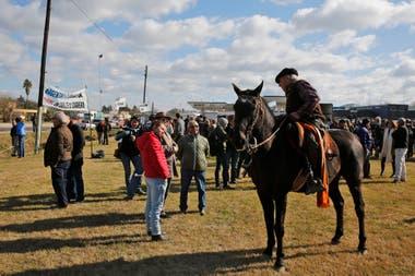 Desde veterinarios a peones estuvieron en la protesta en San Antonio de Areco