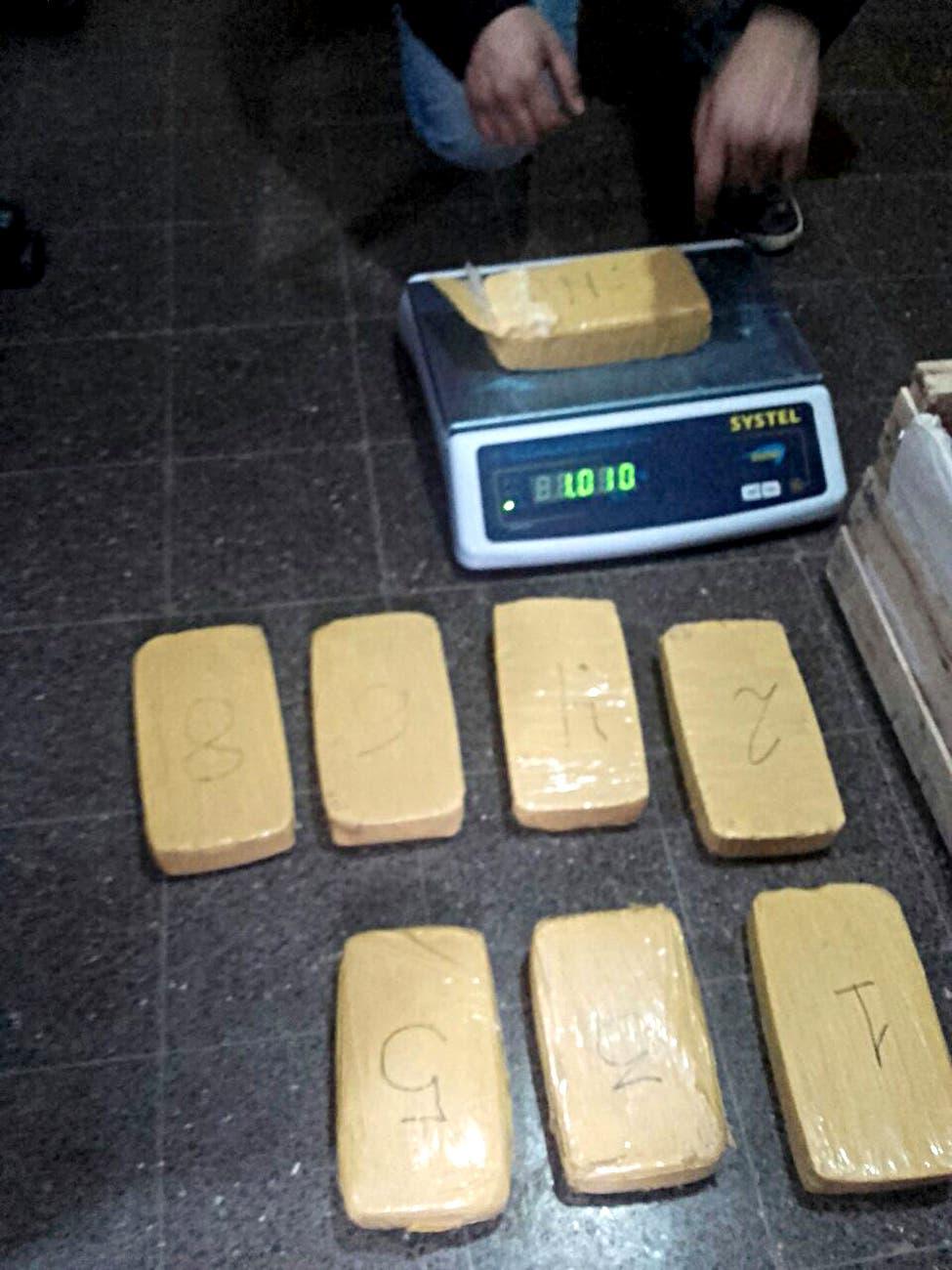 Intentaron ingresar ocho kilos de cocaína ocultos en un cajón de tomates en la cárcel de Florencio Varela
