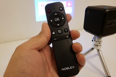 El control de mando Bluetooth, indispensable para la configuración y el ajuste fino del proyector