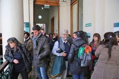 Gran cantidad de gente en el velorio de Chicha Mariani, la fundadora de Abuelas de Plaza de Mayo