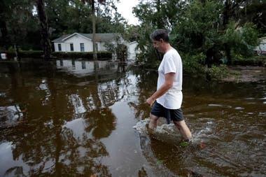 Se espera que los equipos de búsqueda y rescate redoblen esfuerzos para llegar a las zonas más afectadas y comprobar si hay atrapados o heridos entre los escombros
